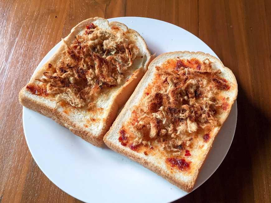 ขนมปังหมูหย็องน้ำพริกเผา